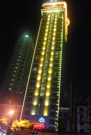 Neon_light_skycraper_ Cebu_City_Hotel