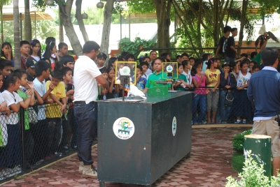 Davao City zoo show involving a bird playing basketball